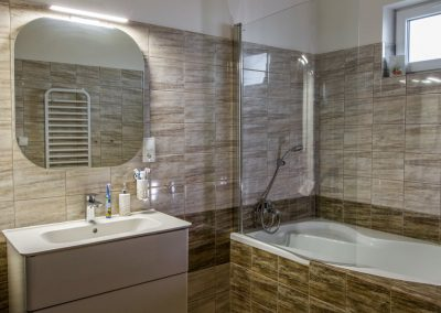 Koupelna v bungalovu do L