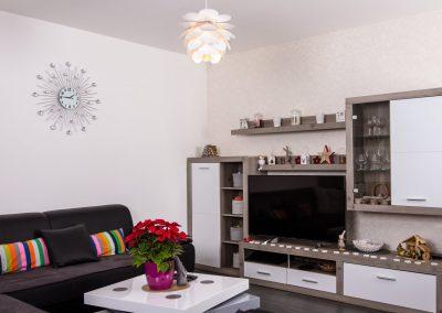 Obývací pokoj vzorového domu typu bungalov